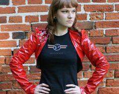 Veste simili cuir brillant recadrée de MASQ rouge. Taille S M