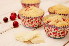 Cranberry White Chocolate Muffins - The Recipe Bible Choc Muffins, White Chocolate Muffins, No Sugar Diet, No Sugar Foods, Low Sugar Recipes, Christmas Cupcakes, Easy Snacks, Tray Bakes, Zero