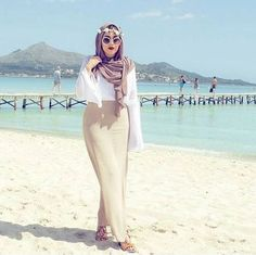 pencil maxi skirt hijab style- Chic hijab outfits from instagram http://www.justtrendygirls.com/chic-hijab-outfits-from-instagram/