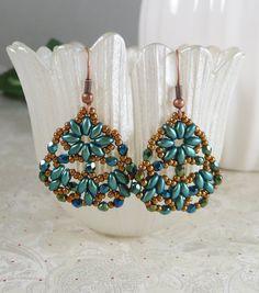 Earrings Woven Peacock Teal Super Duos and by IndulgedGirl on Etsy - petrol superduo og kobber seed smat blågrønne facetperler