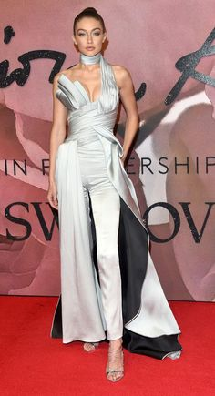 Gigi Hadid in Atelier Versace attends The Fashion Awards 2016. #bestdressed