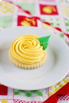 yellow rose cookies ::: bake at 350 blog - the sweetest most darling cookies you'll ever meet! <3