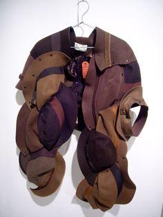 Maison Martin Margiela artisanal - Buscar co. Capes For Women, Hats For Men, Deconstruction Fashion, Quirky Fashion, Slow Fashion, Textiles, Fashion Details, Fashion Design, Creation Couture