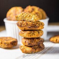 Ciasteczka z ciecierzycą, marchewką i morelą