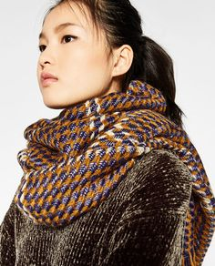 Image 5 of METALLIC INTERWOVEN SCARF from Zara