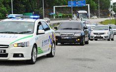 Sebuah kenderaan bercermin gelap dipercayai membawa suspek keluar dari perkarangan IPD Sepang, yang menjadi lokasi bagi mendapatkan perintah reman terhadap dua wanita warga asing untuk siasatan berhubung kematian Kim Jong-nam di Pekan Salak Tinggi hari ini. ― Foto Bernama