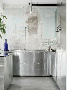 Individuals have been utilizing steel for kitchen cabinetry for thus a few years. There have been many benefits and downsides, skilled by ow. Interior Design Kitchen, Kitchen Decor, Pinterest Inspiration, Industrial Style Kitchen, Urban Loft, Co Working, Stainless Steel Kitchen, Green Kitchen, Kitchen Cabinetry