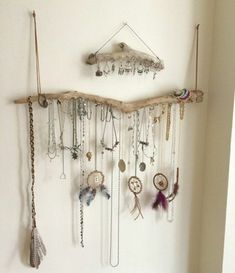 Incredibly DIY necklaces hanging from driftwood branches, door earring maiso . - Women's Jewelry and Accessories-Women Fashion Hanging Wall Organizer, Hanging Jewelry Organizer, Jewelry Organization, Diy Jewelry Holder, Jewelry Hanger, Diy Jewelry Making, Jewelry Storage Solutions, Jewellery Storage, Jewellery Display