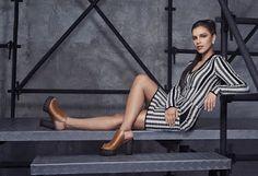 Olhares: Mariana Rios posa em campanha de sapato