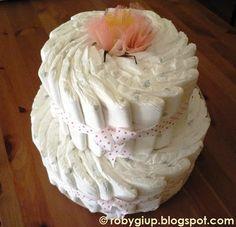 Torta di pannolini per la nascita di una bimba - Diaper cake for a newborn girl