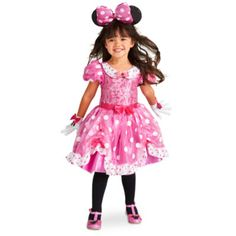 Straight from Minnie's stylish bowtique, this characterful costume is a must-have for little Disney fans! Made from shimmering soft-feel fabric, it features bold polka dot detail and comes with cute matching gloves.