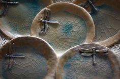 Käsitööna valmistatud koogi taldrikud. www.iluseesti.eu
