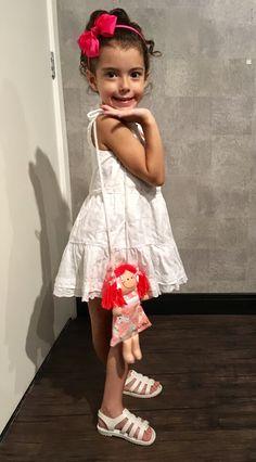Vestido branco com renda zara, Flox Melissa,bolsinha de boneca natal-RN,lookinho,look Kids,zara Kids.