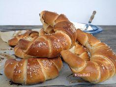 Kisildi: Gyors tejes-vajas kifli Pretzel Bites, Doughnut, Sausage, Bakery, Bread, Vaj, Desserts, Cukor, Food