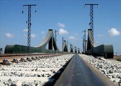 Viaducto de Sant Boi (Barcelona) durante los trabajos de montaje de la catenaria. Autor: Alonso Serrano
