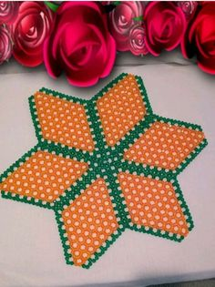 Beads mats doilies are made from facets beads with fine thread sewn together to form patterns size Seed Bead Jewelry, Bead Jewellery, Seed Beads, Beaded Flowers Patterns, Beaded Boxes, Beaded Crafts, Ankle Bracelets, Bead Art, Bead Weaving