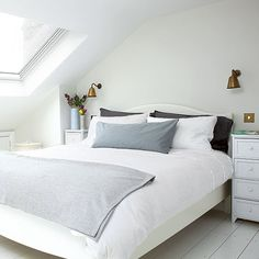 Relaxed bedroom with off-white scheme and Velux-style window Loft Room, Bedroom Loft, Dream Bedroom, White Bedroom, Modern Bedroom, Small Double Bedroom, Attic Bedroom Small, Extra Bedroom, Attic Rooms