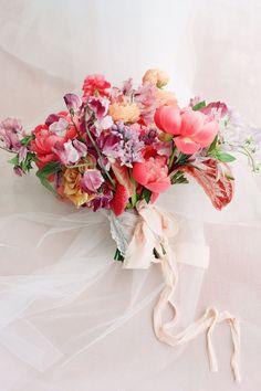 Vibrant pink bridal bouquet inspiration. Photo: @kellyhornberger Bridal Bouquet Pink, Bride Bouquets, Bridesmaid Bouquet, Wedding Locations, Wedding Vendors, Wedding Ideas, Romantic Weddings, Blush Weddings, February Wedding