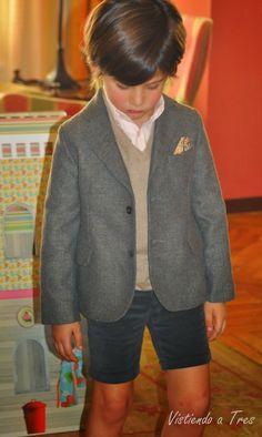 Vistiendo a tres. Toddler Boy Fashion, Toddler Boys, Kids Boys, British School Uniform, Boys Short Suit, Baby Boy Outfits, Kids Outfits, Little Man Style, Stylish Kids