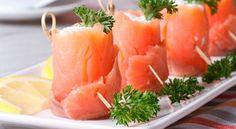 Involtini di salmone affumicato con formaggio, rucola e noci