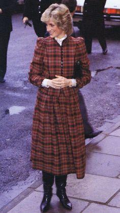 1985-01-29 Diana at the Align-Rite Factory in Bridgend, Mid Glamorgan