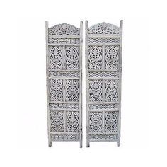 White Carved Shutters - A Pair (2.905 BRL) ❤ liked on Polyvore featuring home, home decor, screens, white home accessories and white home decor