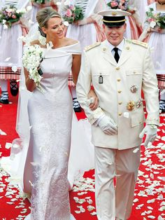 Prince Albert - Princess Charlene - Rare Monaco Wedding Video - Beyond Grace Kelly Royal Wedding Gowns, Royal Weddings, Wedding Dresses, Princesa Charlene, Celebrity Couples, Celebrity Weddings, Prince Albert Of Monaco, Travel Clothes Women, Celebs