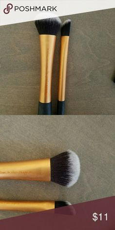 Real techniques face brush duo Used once sanitized.  Expert face brush and angled conceaker brush. Both amazing products synthetic. Real techniques  Makeup Brushes & Tools