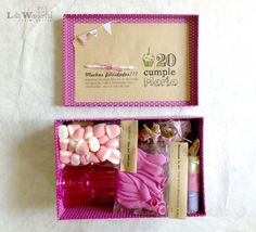 Lola Wonderful_Blog: Cumple para llevar: Unos padres que se lo curran Birthday Gift Cards, Birthday Box, Diy Gift Box, Diy Box, Homemade Gifts, Diy Gifts, Party In A Box, Creative Gifts, Funny Gifts