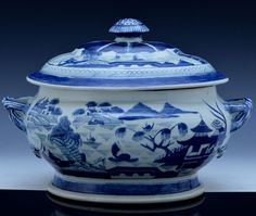 LARGE 19THC CHINESE CANTON BLUE WHITE LAKE SCENIC LIDDED SOUP ENTREE TUREEN