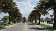 Road going to Marina Isle.