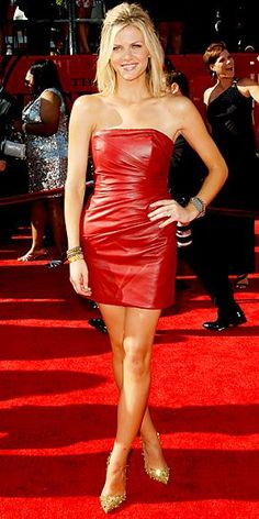 Brooklyn Decker with her Louboutins goo.gl/I284V