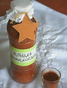 Nutella liqueur: - 30 dkg nutella - 4 dl caffé cream - dl vodka - 2 ts gingerbread seasoning Melt the Nutella untill it turns liquid, than add all the other ingredients and whisk it well. Nutella, No Salt Recipes, Coffee Cream, Gourmet Gifts, Edible Gifts, Top 5, Diy Food, Milkshake, Hot Sauce Bottles
