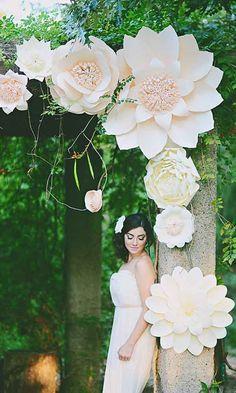 Simply Chic Wedding Flower Decor Ideas ❤ See more: http://www.weddingforward.com/simply-chic-wedding-flower-decor-ideas/ #wedding #bride