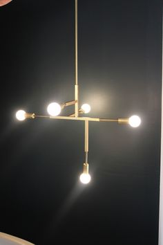 diy chandelier Brass Pipe, Brass Pendant, Pendant Lamp, Cool Lighting, Lighting Design, Vanity Lamp, How To Patch Drywall, Diy Chandelier, Dining Room