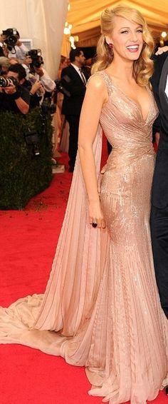60+ Perfect Beautiful Gold Dress Ideas https://femaline.com/2017/06/06/60-perfect-beautiful-gold-dress-ideas/