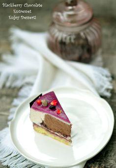 Entremet cu ciocolata, mure si fructe exotice