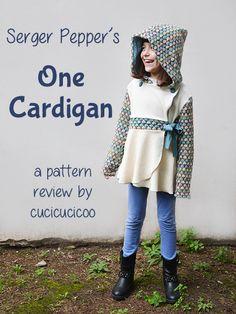 One Cardigan di Serger Pepper. Cartamodello versatile per un cardigan incrociato con laccio e gonnellina.Diverse opzioni per cappuccio, maniche e bottoni. Recensione di www.cucicucicoo.com