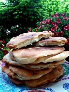 Τηγανόψωμα γεμιστά με φέτα !!! ~ ΜΑΓΕΙΡΙΚΗ ΚΑΙ ΣΥΝΤΑΓΕΣ 2 Pizza Tarts, Recipe For Success, Pleasing Everyone, Greek Recipes, Feta, Food To Make, Pancakes, Sandwiches, Easy Meals