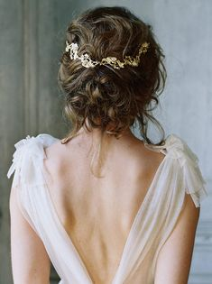 Bridal accessories for the fine art bride. Enchanted Atelier hair combs, hair accessories and veils for the stylish bride. Loose Wedding Hair, Wedding Hair And Makeup, Wedding Hair Accessories, Hair Makeup, Accessories Jewellery, Accessories Online, Beauty Makeup, Rustic Wedding Hairstyles, Bride Hairstyles
