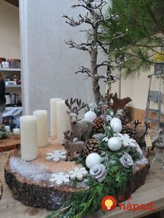 Decorate a tree slice … with funny autumn / christmas material. Needed are: tree disc – branch – pine cones – green Astmoos – small Christmas balls – candles – LED lighting – reindeer – wooden figures – artificial snow (pruning shears – all glue) Diy Christmas Decorations, Farmhouse Christmas Ornaments, Christmas Centerpieces, Rustic Christmas, Winter Christmas, Christmas Wreaths, Christmas Crafts, Holiday Decor, Holiday Tree
