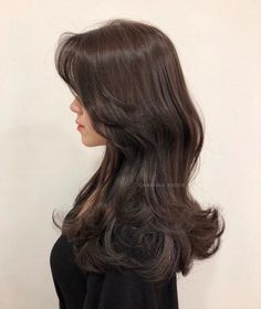 Pin on h a i r Korean Haircut Long, Korean Long Hair, Korean Hairstyle Long, Haircuts Straight Hair, Long Hair Cuts, Medium Hair Styles, Curly Hair Styles, Hair Color Streaks, Peinados Pin Up