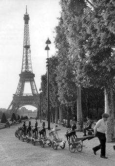 Robert Doisneau La cavalerie du Champ de Mars - Paris 1969