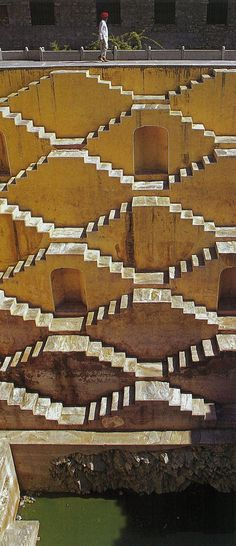 Rajasthan India √ http://rogerdhansen.wordpress.com/2011/01/25/indias-historic-step-wells-and-ponds/