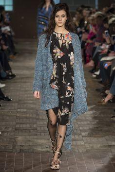 No. 21 Fall 2016 Ready-to-Wear Fashion Show
