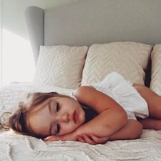 Bild über Mädchen in bby 👼 von Nita auf We Heart It - Kleinkind Lil Baby, Baby Kind, Little Babies, Little Ones, Cute Babies, Baby Girls, Beautiful Children, Beautiful Babies, Kind Photo