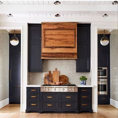 Beautiful Farmhouse Kitchen Art Ideas — Home Design Ideas Kitchen Hoods, Kitchen Art, Kitchen Decor, Kitchen Interior, Kitchen Storage, Kitchen Dining, Wood Kitchen Cabinets, Painting Kitchen Cabinets, Custom Home Builders