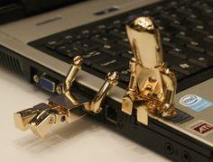pour mettre des films... cle usb 32GO fun originale design - or Metall Robot USB Memory Stick - Flash Drive / Schule / Neuheit / Geschenk escoo http://www.amazon.fr/dp/B00J1KDME6/ref=cm_sw_r_pi_dp_BMEIub1HRT9W1