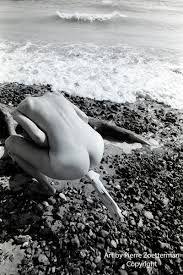 Kuvahaun tulos haulle women nude sea