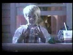 1985 Taco Bell Pizzazz Pizza commercial  Introducing Taco Bell's Pizzazz Pizza, the name of which was changed to the Mexican Pizza soon afterwards.